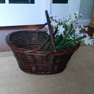 Vintage Farmhouse Carrying Basket